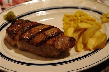 新横浜にあるステーキ専門店「ゴッチーズビーフ」のステーキ