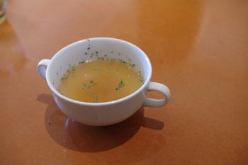 横浜鶴見にあるスペアリブのお店「プライム・リブ」のスープ