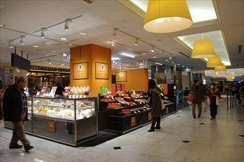 新横浜プリンスペペの洋菓子店「ガトー・ド・ボワイヤージュ」の外観