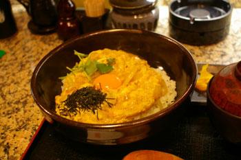 キュービックプラザ新横浜の「焼鳥倶楽部」の親子丼