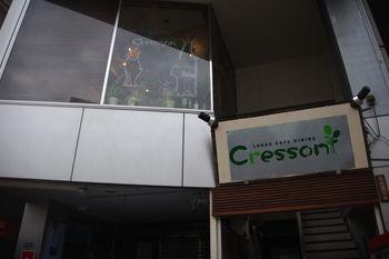 横浜センター北にあるカフェ「クレソン(Cresson)」の外観