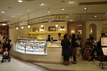 横浜ルミネのケーキショップ「HARBS(ハーブス)」の外観