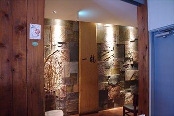 横浜駅にある骨付鳥のお店「一鶴」の入り口