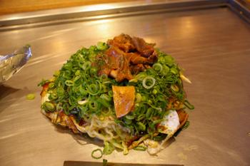 ららぽーと横浜のお好み焼きや「がんぼ屋」のがんぼったれ焼