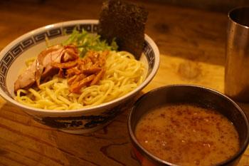 横浜日吉にあるラーメン店「麺場 ハマトラ」のつけ麺