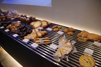 横浜元町にあるパン屋さん「ブラフ ベーカリー」の店内