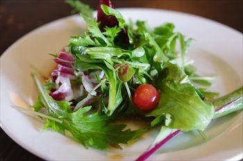 逗子にあるカフェ「クリストバル (CRISTOBAL)」のサラダ