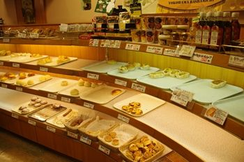 横浜関内にあるパン屋さん「レェ・グラヌーズ」の店内