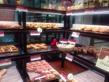 渋谷にあるパン屋「ル パン ドゥ ジョエル・ロブション」の店内
