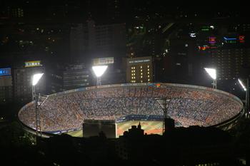 横浜ランドマークタワー「スカイガーデン」から見た横浜スタジアム