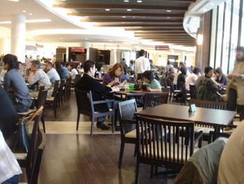 ららぽーと横浜のガーデンレストラン フォーシュンの風景