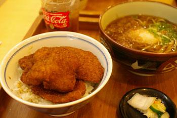 横浜センター北にあるソースかつのお店「茶子溜り」のソースかつ丼