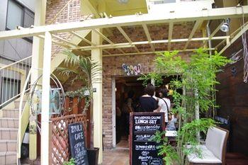 石川町にあるカフェ「ゾウリカフェ」の外観
