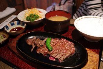 横浜石川町にある肉料理のお店「みずむら」のステーキ