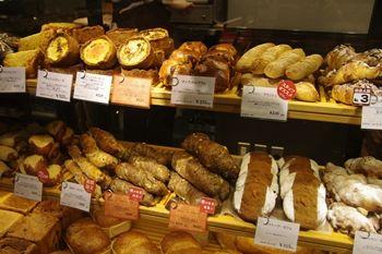 渋谷にあるパン屋さん「ドミニクサブロン」の店頭