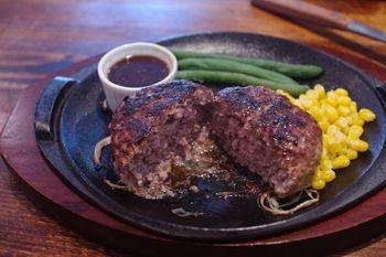 横浜駒岡にあるハンバーグのお店「斉藤精肉店」のハンバーグ