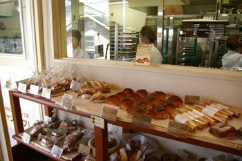 新横浜のおいしいパン屋「シャン ド ブレ」の店内