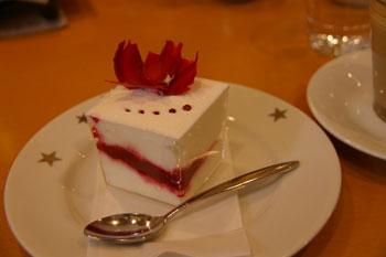 横浜元町「STAR JEWELRY CAFE(スタージュエリーカフェ)」のケーキ