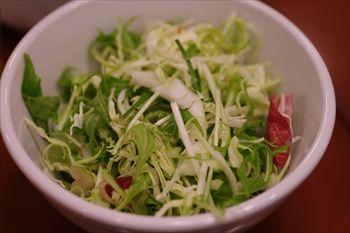 新横浜にある「ウォーターフォールカフェ」のサラダ