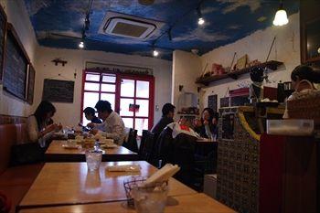 横浜妙蓮寺にあるイタリアン「レストラン ブー」の店内