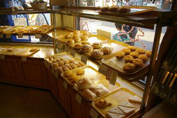 横浜本牧のパン屋「クレール」の店内