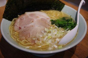 新横浜にある家系ラーメンのお店「麺家 千晃」のラーメン