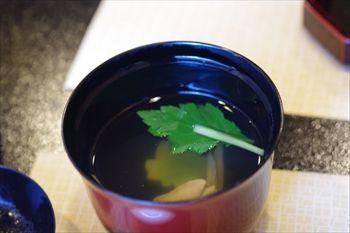 横浜市港北区にあるうなぎ料理専門店「しま村」のお吸い物