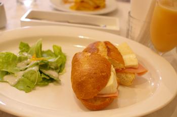 横浜開港資料館のカフェ「Au jardin de Perry」のサンドイッチ
