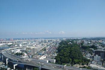 横浜マリンタワーの展望台から見た本牧方面