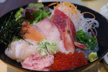 トレッサ横浜にある「築地食堂 源ちゃん」の海鮮丼