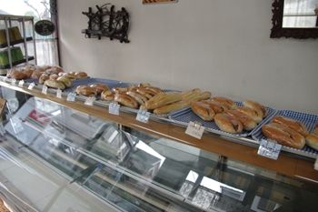 横浜大倉山にあるパン屋「太陽ベーカリー」の店内