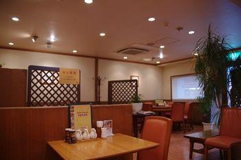 横浜岸根公園にある中華料理屋「龍園」の店内