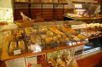 横浜センター北にある洋菓子&パンのお店「レジオン」の店内