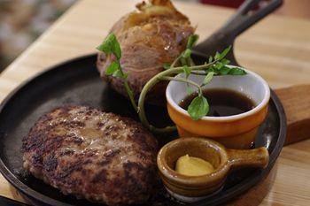 新横浜にある洋食屋さん「つばめグリル」のハンバーグ