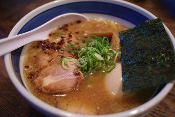 横浜戸塚にあるラーメン店「中華そば しんの助」のラーメン