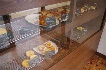 横浜山手にあるパン屋さん「ドラゴンベーカリー」の店内