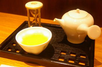 横浜ランドマークの和カフェ「緑茶+話」の煎茶