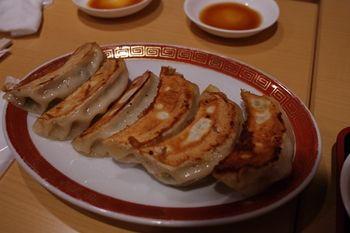 横浜大倉山にある中華料理店「餃子の福来」の餃子