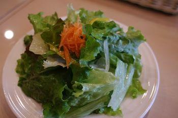 横浜綱島にあるカレー屋さん「ベジタイム」のサラダ