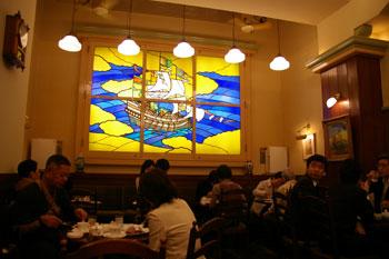 横浜関内イセザキモールの文明堂の店内