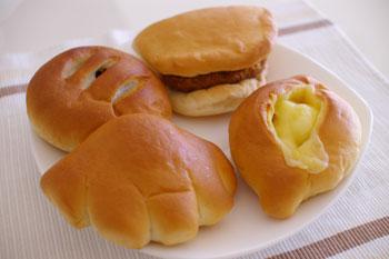 横浜桜木町の老舗パン屋「コティベーカリー」のパン