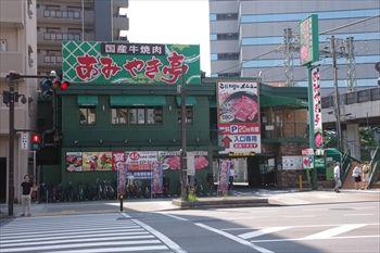 川崎駅にある焼き肉店「あみやき亭」の外観