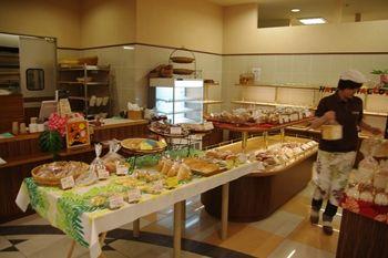 横浜磯子にあるパン屋さん「カラヘオ ロコ」の店内