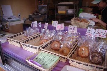 横浜白楽にある米粉焼きドーナツのお店「縁」の店内