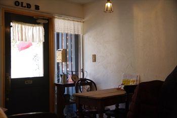 横浜山手にあるカフェ「OLD.B(オールドビー)」の店内