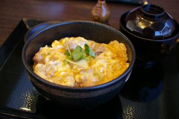 横浜センター北のカフェ「クロッシーズカフェ」の親子丼