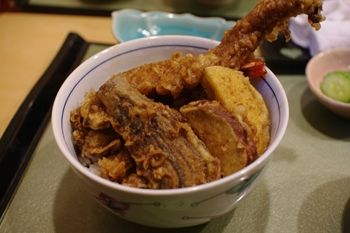 横浜菊名にある天ぷら屋さん「和」の穴子大海老天丼