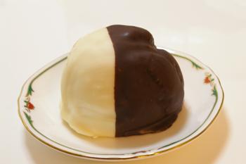 芦屋タカトラのパンダチョコシュークリーム