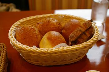 横浜金沢区のパン屋「ブレドール」のパン1