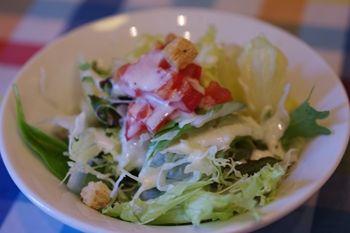 横浜にあるカフェ「ベンチ(BENCH)」のサラダ